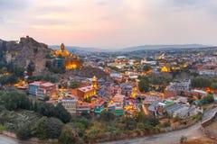 Narikala et vieille ville au coucher du soleil, Tbilisi, la Géorgie Photos libres de droits