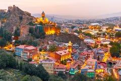 Narikala och gammal stad på solnedgången, Tbilisi, Georgia Arkivbilder