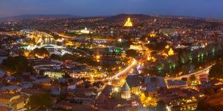 Narikala und alte Stadt bei Sonnenuntergang, Tiflis, Georgia Lizenzfreies Stockfoto