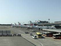 NARITA-FLUGHAFEN, TOKYO, am 22. Mai - Flugzeug 2018 von Japan Airlines am internationalen Flughafen Tokyos Narita Lizenzfreie Stockbilder