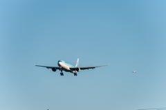 NARITA - IL GIAPPONE, IL 25 GENNAIO 2017: Atterraggio di HL7709 Airbus A330 Korean Air nell'aeroporto internazionale di Narita, G Immagini Stock
