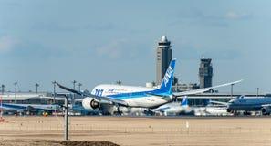 NARITA - IL GIAPPONE, IL 25 GENNAIO 2017: Atterraggio di JA813A Boeing 787 Dreamliner All Nippon Airways nell'aeroporto internazi Immagine Stock Libera da Diritti