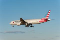 NARITA - IL GIAPPONE, IL 25 GENNAIO 2017: Atterraggio di N750AN Boeing 777 American Airlines nell'aeroporto internazionale di Nar Fotografia Stock