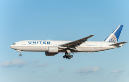 NARITA - IL GIAPPONE, IL 25 GENNAIO 2017: Atterraggio di N786UA Boeing 777 United Airlines nell'aeroporto internazionale di Narit Immagini Stock Libere da Diritti