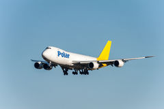 NARITA - IL GIAPPONE, IL 25 GENNAIO 2017: Atterraggio polare delle merci aviotrasportate di N851GT Boeing 747 nell'aeroporto inte Fotografia Stock Libera da Diritti
