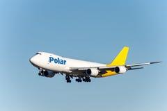 NARITA - IL GIAPPONE, IL 25 GENNAIO 2017: Atterraggio polare delle merci aviotrasportate di N851GT Boeing 747 nell'aeroporto inte Fotografie Stock Libere da Diritti