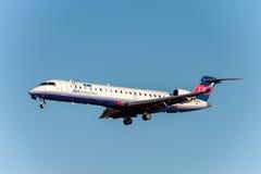 NARITA - IL GIAPPONE, IL 25 GENNAIO 2017: Bombardiere CRJ-702ER Ibex Airlines ANA Connection Landing di JA12RJ nell'aeroporto int Immagini Stock