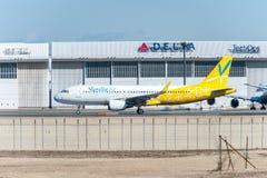 NARITA - JAPÃO, O 25 DE JANEIRO DE 2017: Ar da baunilha de JA08VA Airbus A320 pronto para decolar no aeroporto internacional de N Imagem de Stock Royalty Free