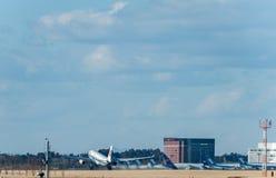 NARITA - JAPÃO, O 25 DE JANEIRO DE 2017: B-6101 Airbus A330 Air China decolam no aeroporto internacional de Narita, Japão Imagem de Stock
