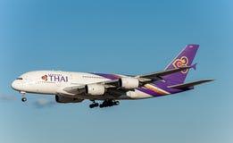 NARITA - JAPÃO, O 25 DE JANEIRO DE 2017: Linhas aéreas de HS-TUB Airbus A380 Thai Airways que aterram no aeroporto internacional  Fotografia de Stock Royalty Free