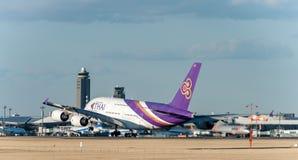 NARITA - JAPÃO, O 25 DE JANEIRO DE 2017: Linhas aéreas de HS-TUB Airbus A380 Thai Airways que aterram no aeroporto internacional  Fotos de Stock Royalty Free
