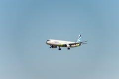 NARITA - JAPÓN, EL 25 DE ENERO DE 2017: Aterrizaje de Busán del aire de HL7713 Airbus A321 en el aeropuerto internacional de Nari Foto de archivo libre de regalías