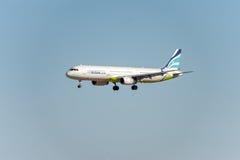 NARITA - JAPÓN, EL 25 DE ENERO DE 2017: Aterrizaje de Busán del aire de HL7713 Airbus A321 en el aeropuerto internacional de Nari Imagen de archivo libre de regalías