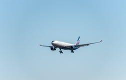 NARITA - JAPÓN, EL 25 DE ENERO DE 2017: Aterrizaje de VQ-BCV Airbus A330 Aeroflot en el aeropuerto internacional de Narita, Japón Imagen de archivo libre de regalías