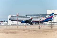 NARITA - JAPÓN, EL 25 DE ENERO DE 2017: Aterrizaje de VQ-BCV Airbus A330 Aeroflot en el aeropuerto internacional de Narita, Japón Fotos de archivo
