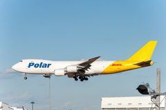NARITA - JAPÓN, EL 25 DE ENERO DE 2017: Aterrizaje polar del flete aéreo de N851GT Boeing 747 en el aeropuerto internacional de N Imagenes de archivo
