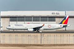 NARITA - JAPÓN, EL 25 DE ENERO DE 2017: RP-C9919 Airbus A321 Philippine Airlines listo para sacar en el aeropuerto internacional  Foto de archivo libre de regalías