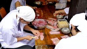 Narita Japan 18 08 2017 Geschoten van Japanse chef-kok die Unagi-vissen voor maaltijd voorbereiden stock videobeelden
