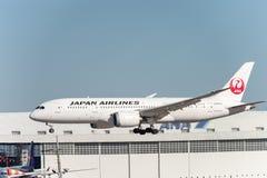NARITA - JAPAN, AM 25. JANUAR 2017: JA822J Boeing 787 Fluglinien Dreamliner Japan Airlines, die in internationalem Narita-Flughaf Lizenzfreie Stockbilder