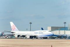 NARITA - JAPAN, JANUARI 25, 2017: B18212 Boeing 747 China Airlines i den internationella Narita flygplatsen, Japan Royaltyfri Fotografi