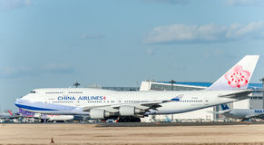NARITA - JAPAN, JANUARI 25, 2017: B18212 Boeing 747 China Airlines i den internationella Narita flygplatsen, Japan Royaltyfri Bild