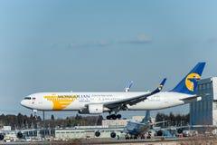 NARITA - JAPAN, 25 JANUARI, 2017: Ju-1021 Boeing 767 MIAT Mongolian Airlines die in Internationale Narita Luchthaven, Japan lande Stock Afbeeldingen