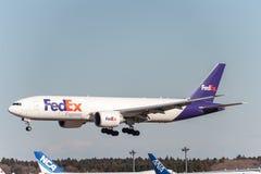 NARITA - JAPAN, 25 JANUARI, 2017: N863FD Boeing 777 Fedex die in Internationale Narita Luchthaven, Japan landen Royalty-vrije Stock Foto's
