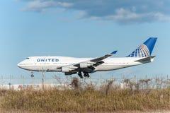 NARITA - JAPAN, 25 JANUARI, 2017: N118UA Boeing 747 United Airlines die in Internationale Narita Luchthaven, Japan landen Stock Afbeelding