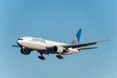 NARITA, JAPONIA -, STYCZEŃ 25, 2017: N786UA Boeing 777 United Airlines lądowanie w Międzynarodowym Narita lotnisku, Japonia Zdjęcia Stock