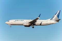 NARITA - LE JAPON, LE 25 JANVIER 2017 : Atterrissage de N73299 Boeing 737 United Airlines dans l'aéroport international de Narita Image libre de droits