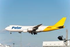 NARITA - LE JAPON, LE 25 JANVIER 2017 : Atterrissage polaire de fret aérien de N851GT Boeing 747 dans l'aéroport international de Images stock
