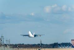 NARITA - LE JAPON, LE 25 JANVIER 2017 : B18212 Boeing 747 China Airlines décollent dans l'aéroport international de Narita, Japon Photographie stock libre de droits