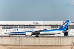 NARITA - LE JAPON, LE 25 JANVIER 2017 : JA837A Boeing 787 Dreamliner All Nippon Airways prêt à décoller à Narita international Ai Images libres de droits
