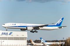 NARITA - LE JAPON, LE 25 JANVIER 2017 : JA782A Boeing 777 toutes les lignes aériennes du Nippon débarquant dans l'aéroport intern Images stock