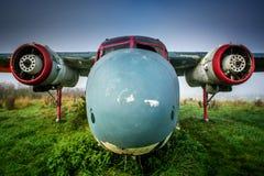 Nariz de aviones oxidada abandonada y con los propulsores que falta imágenes de archivo libres de regalías
