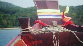 Nariz do barco no mar com vista na ilha Movimento lento 1920x1080 filme