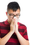 Nariz do homem de Ásia alérgico fotografia de stock royalty free