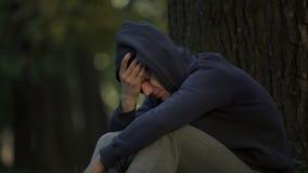Narkomanu mężczyzny czuciowa choroba po przedawkowania od gapy, depresji i niepokoju, obraz royalty free
