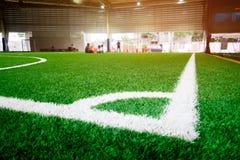 Narożnikowa linia salowej futbolowej piłki nożnej stażowy pole Obrazy Stock