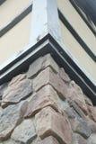 Narożnikowa struktura dom Tekstura - sztuczny dekoracyjnego kamienia façade siwieje kolor kamiennej ściany tła szorstką teksturę Obrazy Stock