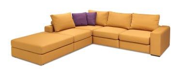 Narożnikowa tapicerowanie kanapa ustawiająca z poduszkami odizolowywać z ścinek ścieżką zdjęcie stock