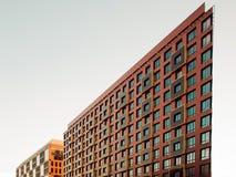 Narożnikowy budynek, ostry kąt, dynamiczna architektura pojęcie błyskawiczny rozwój biznesu Obraz Royalty Free