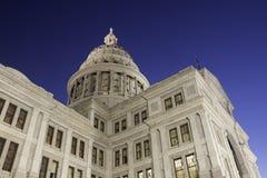 Narożnikowy widok Teksas stanu Capitol przy świtem zdjęcia stock