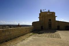 Narożnikowy zegarka wierza w Castello Di Arech zdjęcia stock