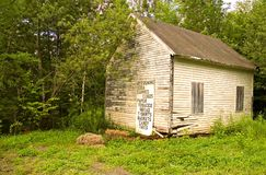 narożny stary opuszczony sklepu Zdjęcie Royalty Free