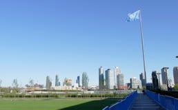 Narody Zjednoczone flaga w przodzie UN Lokuje w Nowy Jork Obrazy Stock