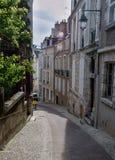 Narow街道在老镇奥尔良-法国 免版税库存图片