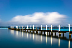 Narrabeen Gezeiten- Pool-Pier-Reflexion Stockfotos