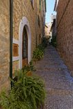 Narrow alley in spain on a sunny day with blue sky. Mallorca Europe Royalty Free Stock Photos