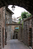 Narrow arched romantic alley in Gubbio, Italy Royalty Free Stock Photography